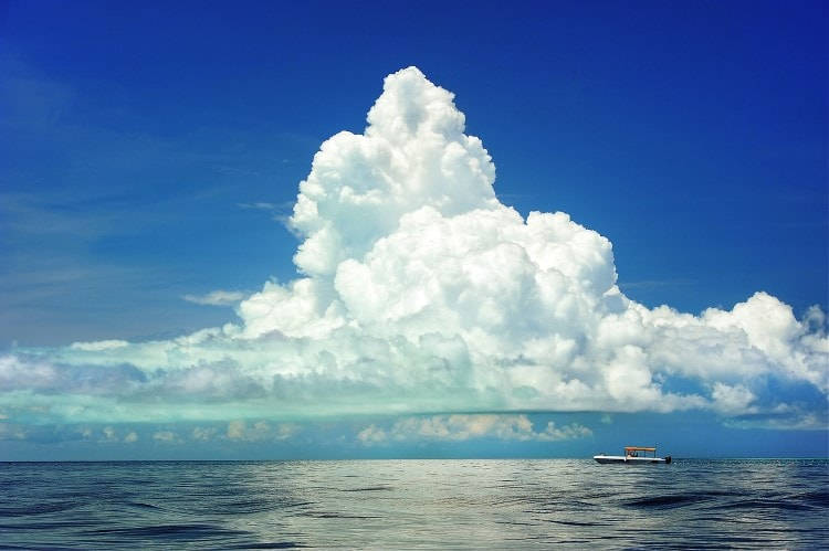 big-cloud-over-the-ocean